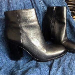 Via Spiga Black Leather Ankle Boots 7.5
